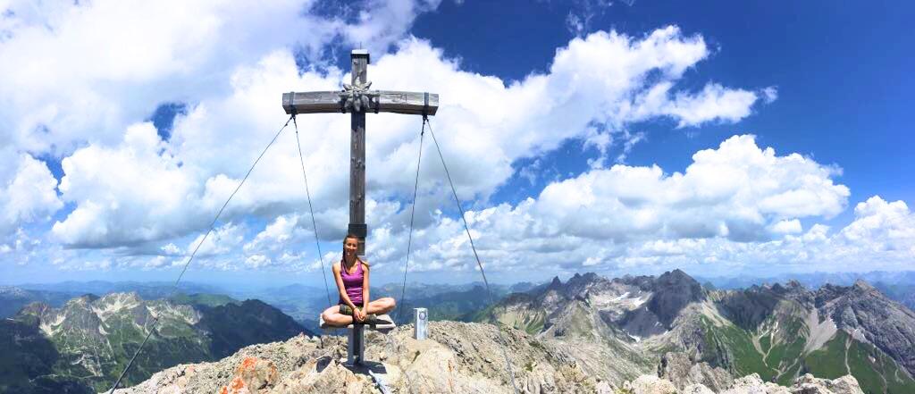 Biberkopf Hüttenwanderung: 360° Panoramablick vom Gipfelkreuz!