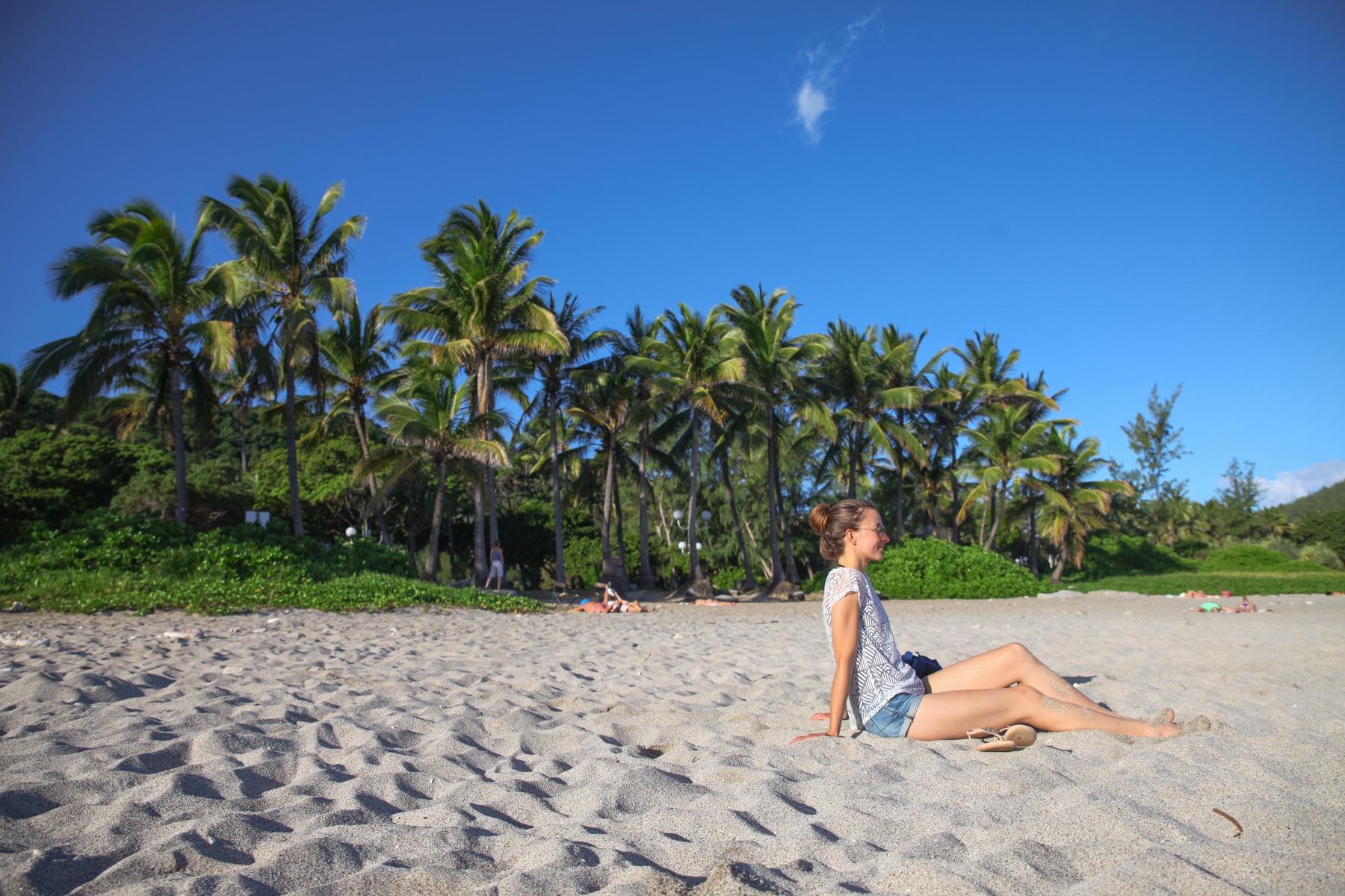 Auch paradiesische Strände gibt es auf La Réunion. Baden solltest du aber nur in den markierten Strandbereichen.