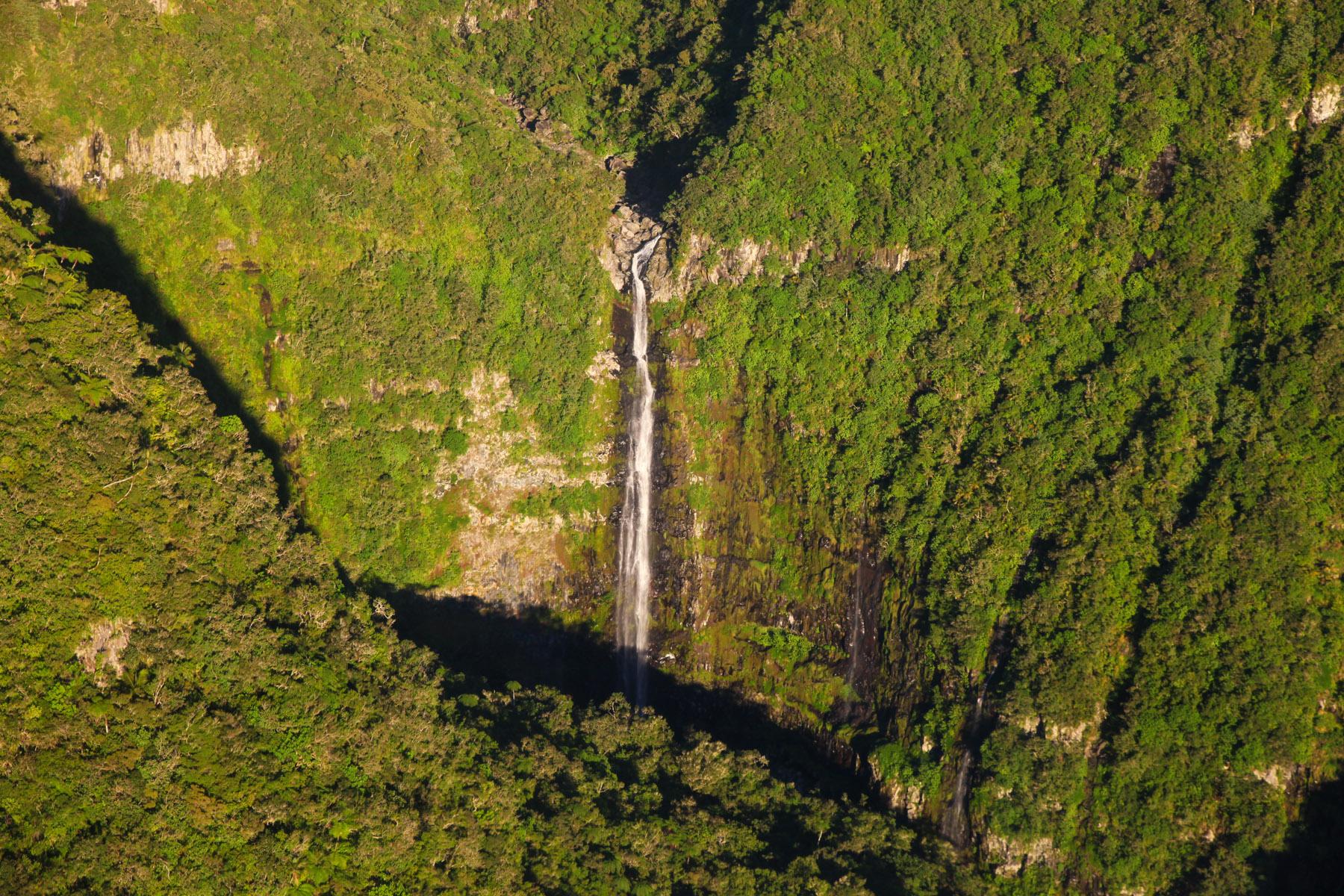 Wasserfälle und Regenwald - La Réunion erinnert an eine Jurassic Park Szene.