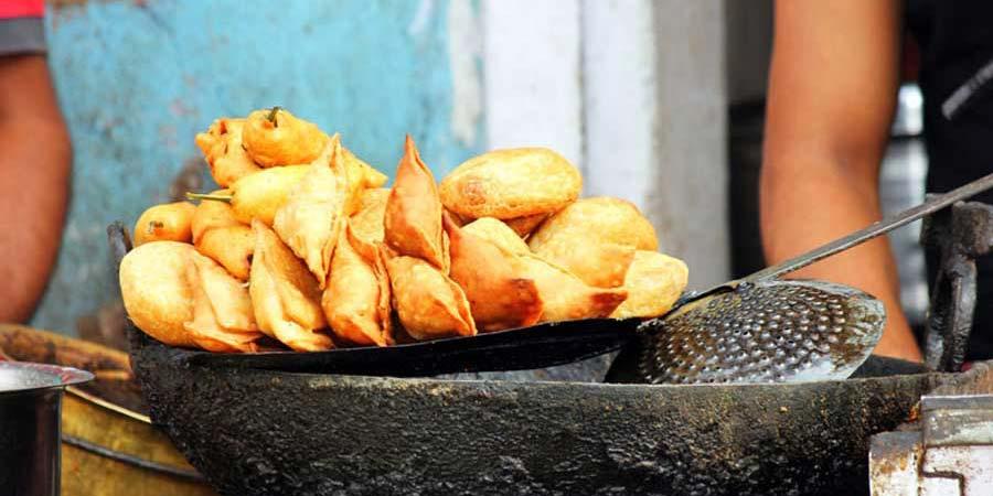 Etwas Vorsicht ist geboten beim Essen auf deiner ersten Nepal Reise: Lecker ist es allemal!
