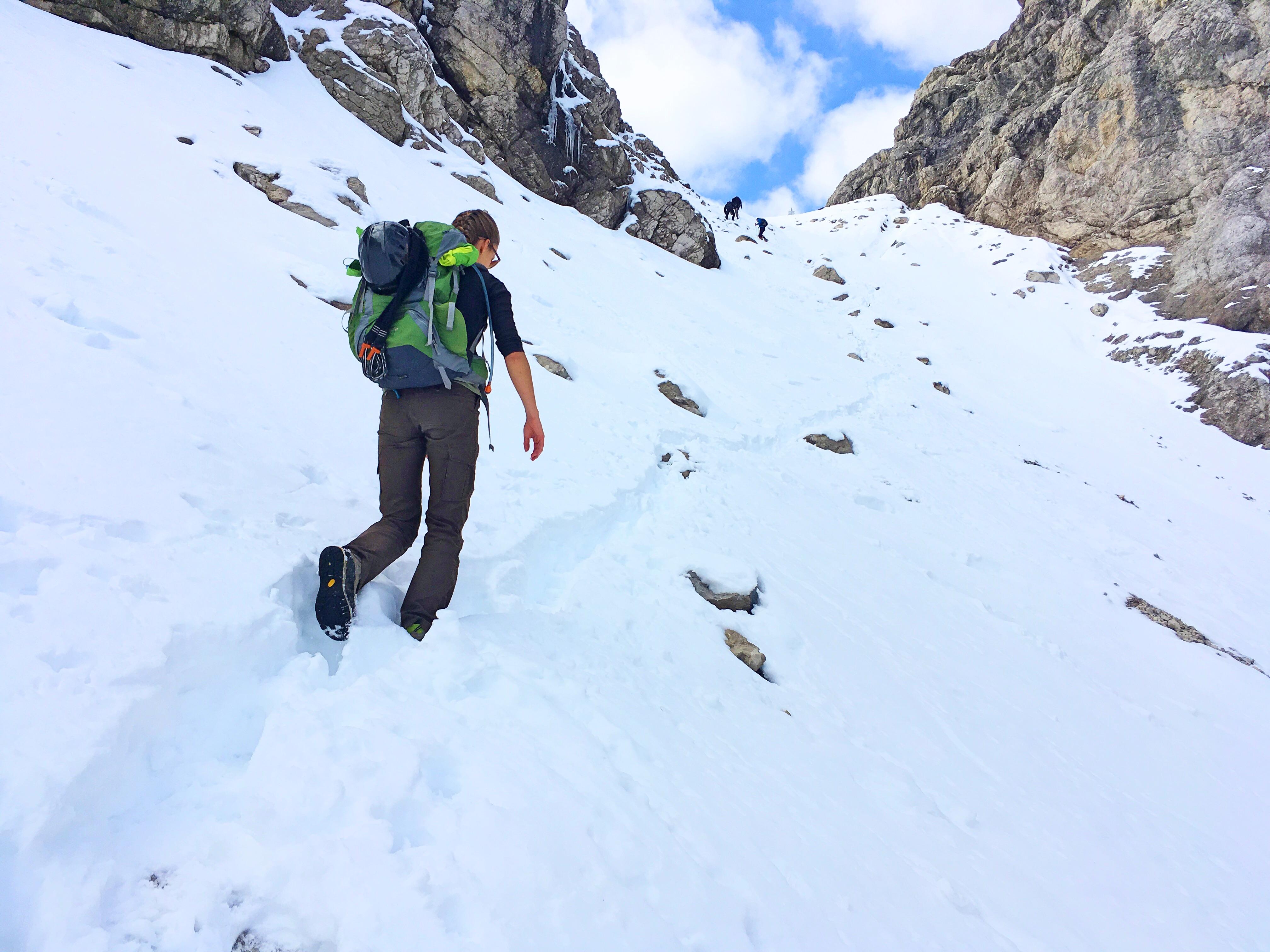Bergtour Hochvogel: Im Kalten Winkel liegt zu jeder Jahreszeit ein dichtes Schneefeld.