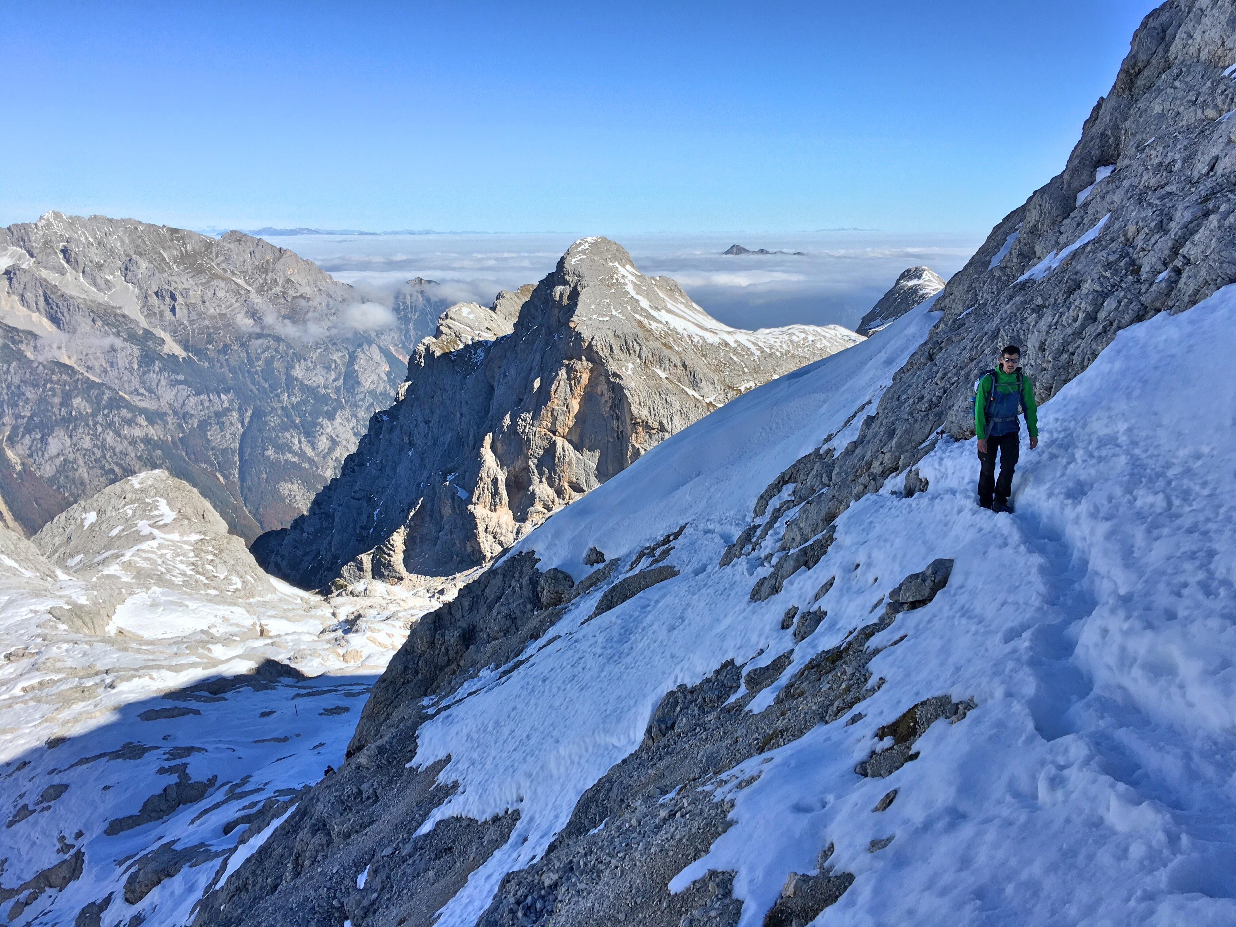 Triglav Besteigung: Über Schnee und Stein zum Triglav Haus.