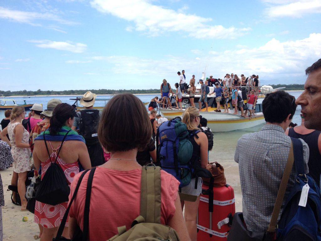 Gefährdetes Paradies Bali: Besuchermassen werden mit Speedboats auf die Inseln gebracht