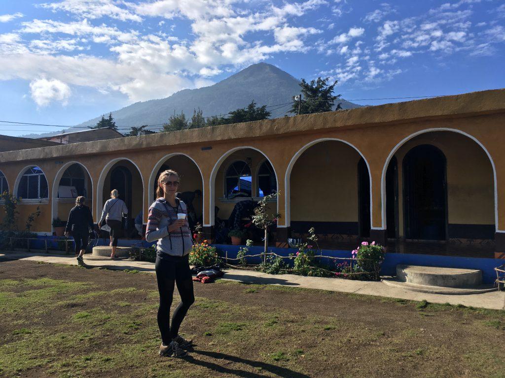 Acatenango Vulkanwanderung: Blick auf unser Objekt der Begierde vom Base Camp