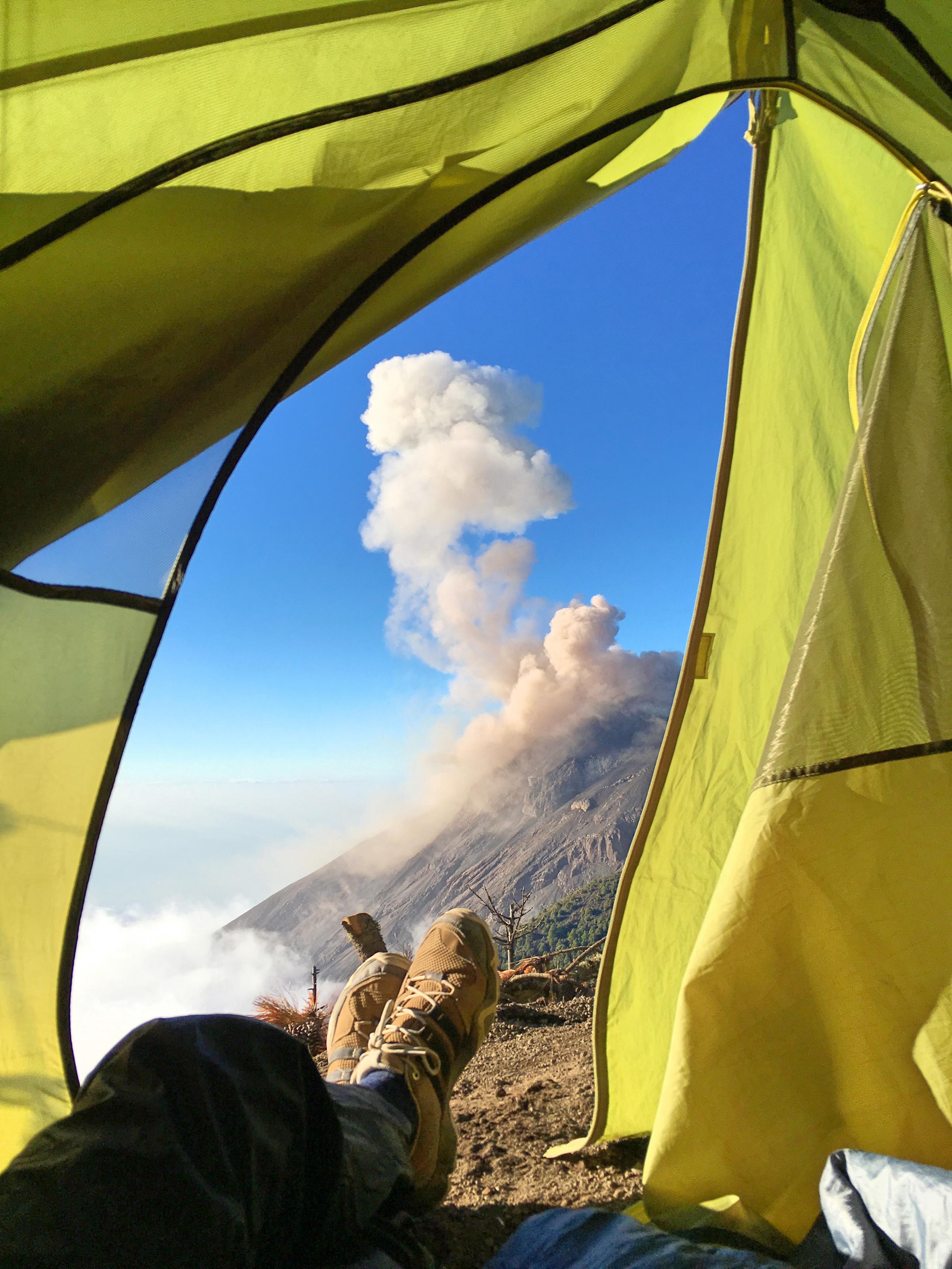 Acatenango Vulkanwanderung: Blick auf unserem Zelt.