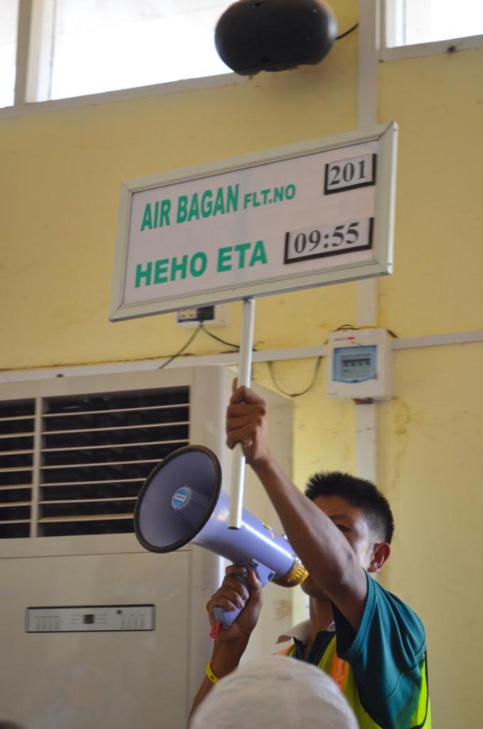 Die etwas andere Anzeigetafel: Fliegen in Myanmar.