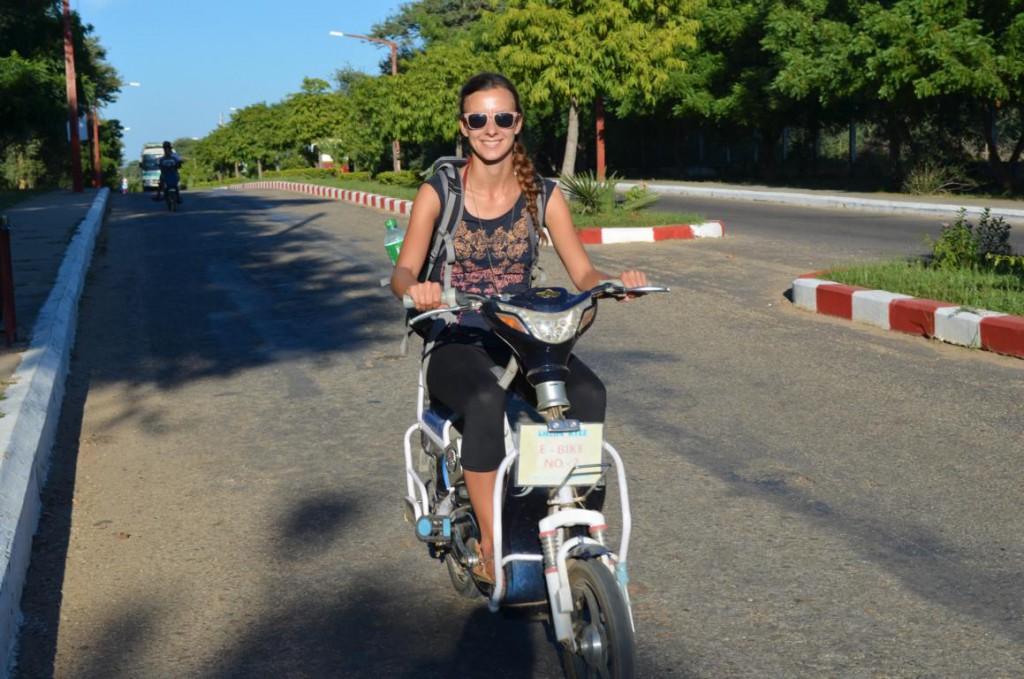 Moped fahren in Myanmar: Ein seltenes Vergnügen für Touristen.