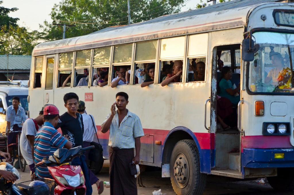 Model ultralt: Mit dem Bus durch Myanmar.