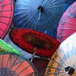 Schirme in allen erdenklichen Farben: Typisch für Myanmar.