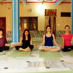 Yoga im Ashram in Rishikesh