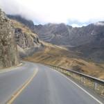 Zum Anfang noch Asphalt, dann Schotterpiste: Mountainbike auf der Todesstraße von La Paz.