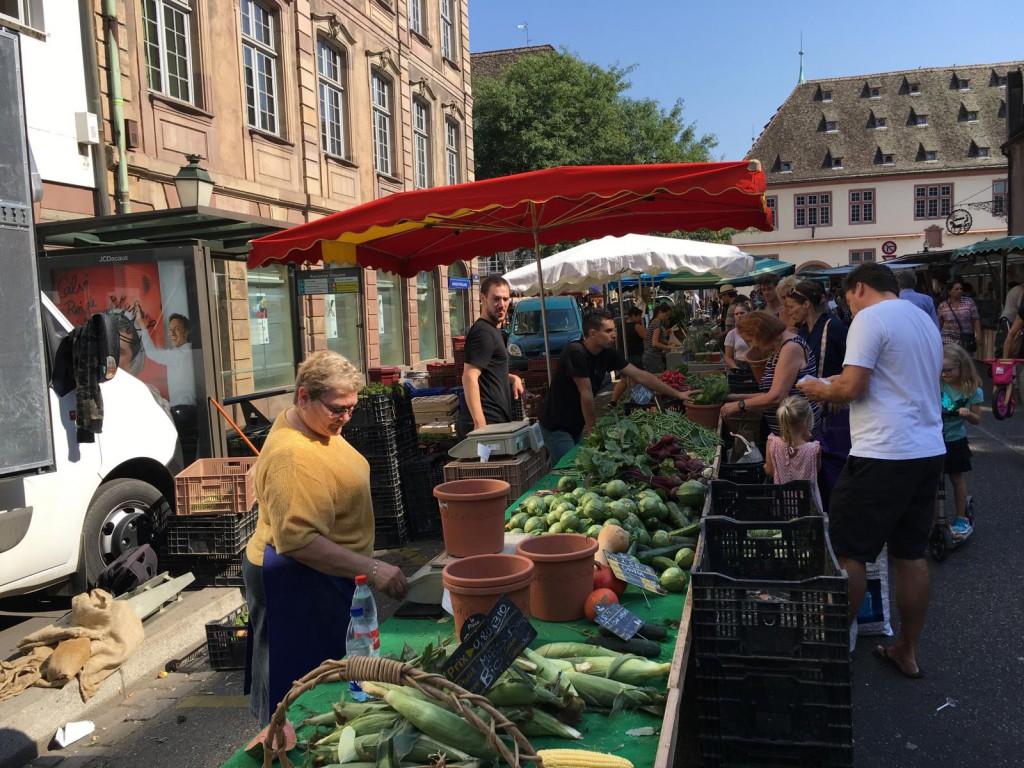 1 Tag in Straßburg: Getümmel auf dem Bauernmarkt