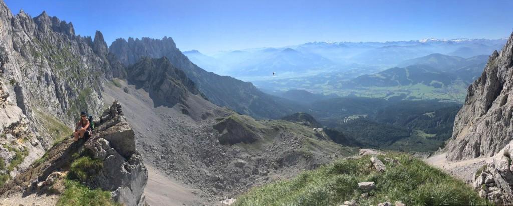 Entlang der Steilwände des Kaisergebirges