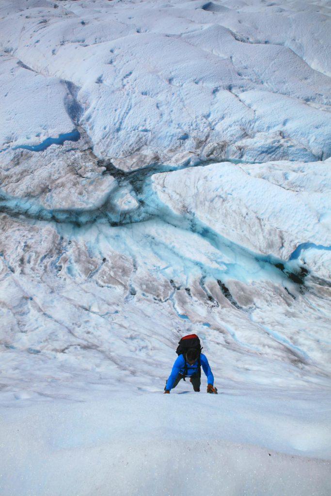 Ice Ice Baby: Blick auf Gletscherspalten und Flüsse auf dem Perito Moreno Gletscher