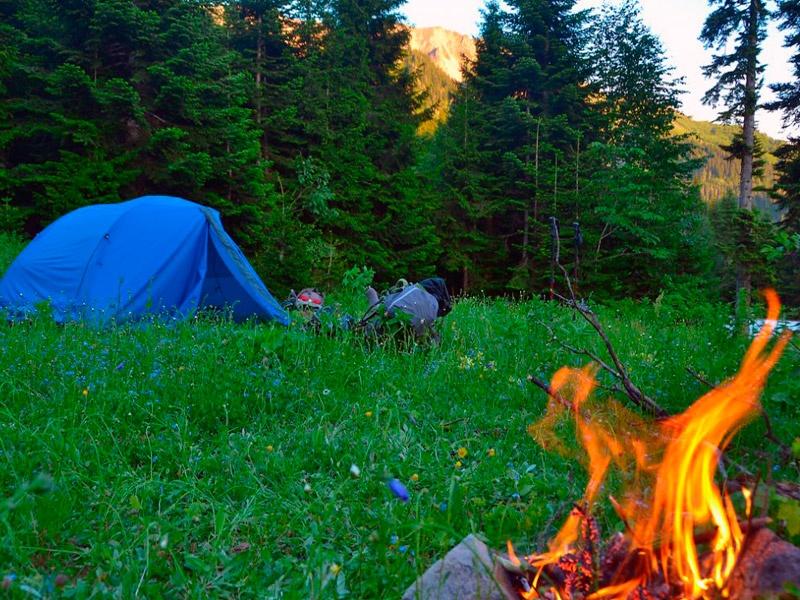 Camping in Armenien und Georgien: Der perfekte Urlaub für Abenteurer.