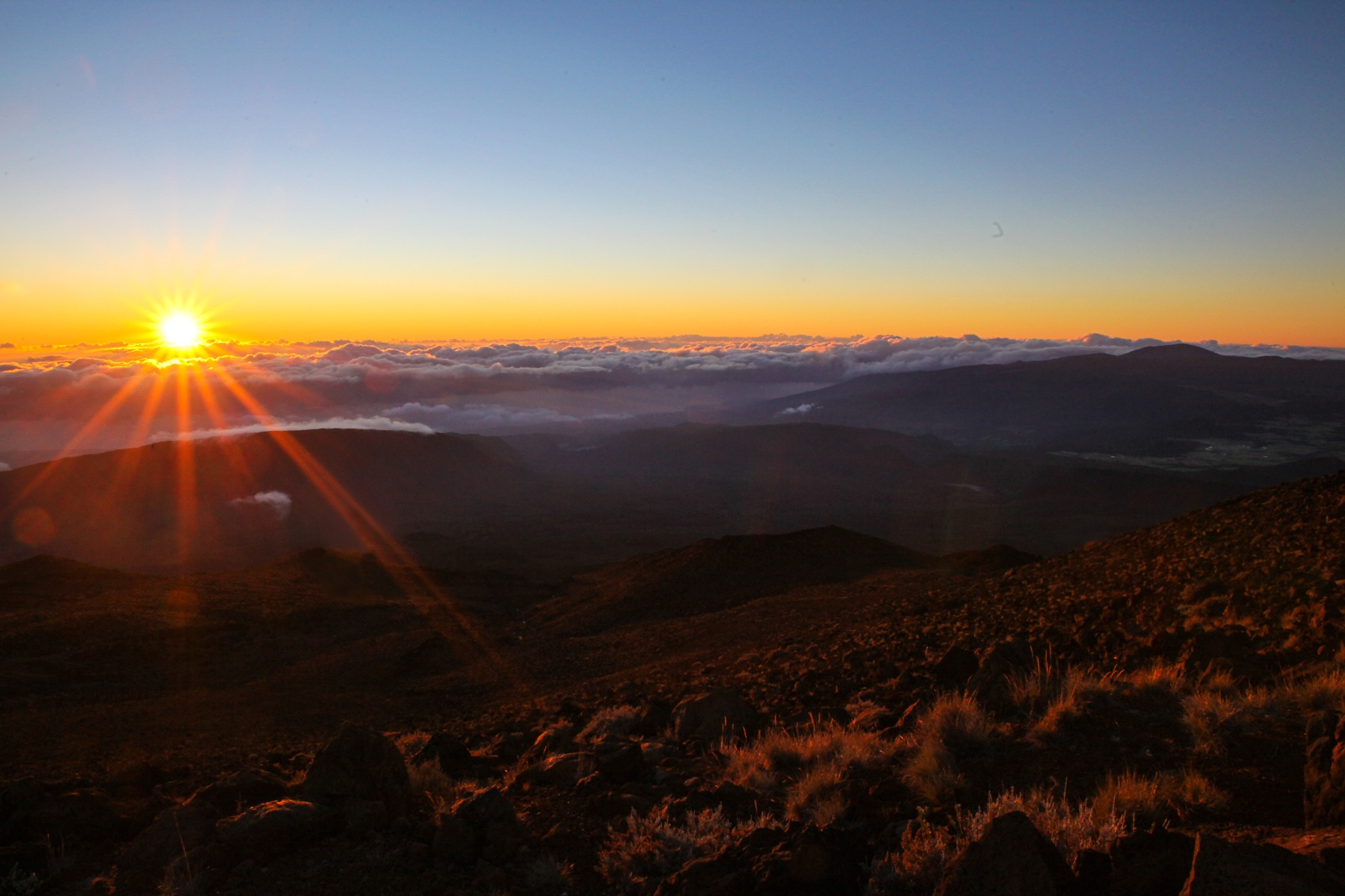 La Réunion Highlights: Sonnenaufgang am Piton de Neiges