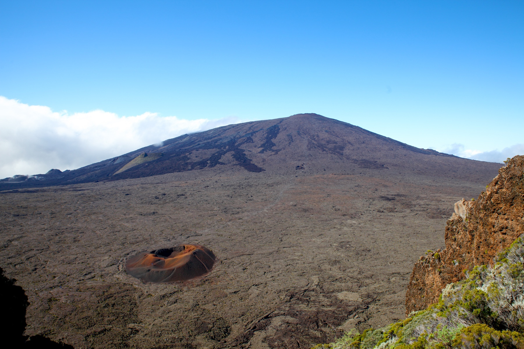 La Réunion Highlights: Krater Wanderung am Piton de la Fournaise