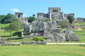 Die Maya-Ruinen von Tulum liegen direkt am Karibischen Meer, Urlaubsfeeling pur!