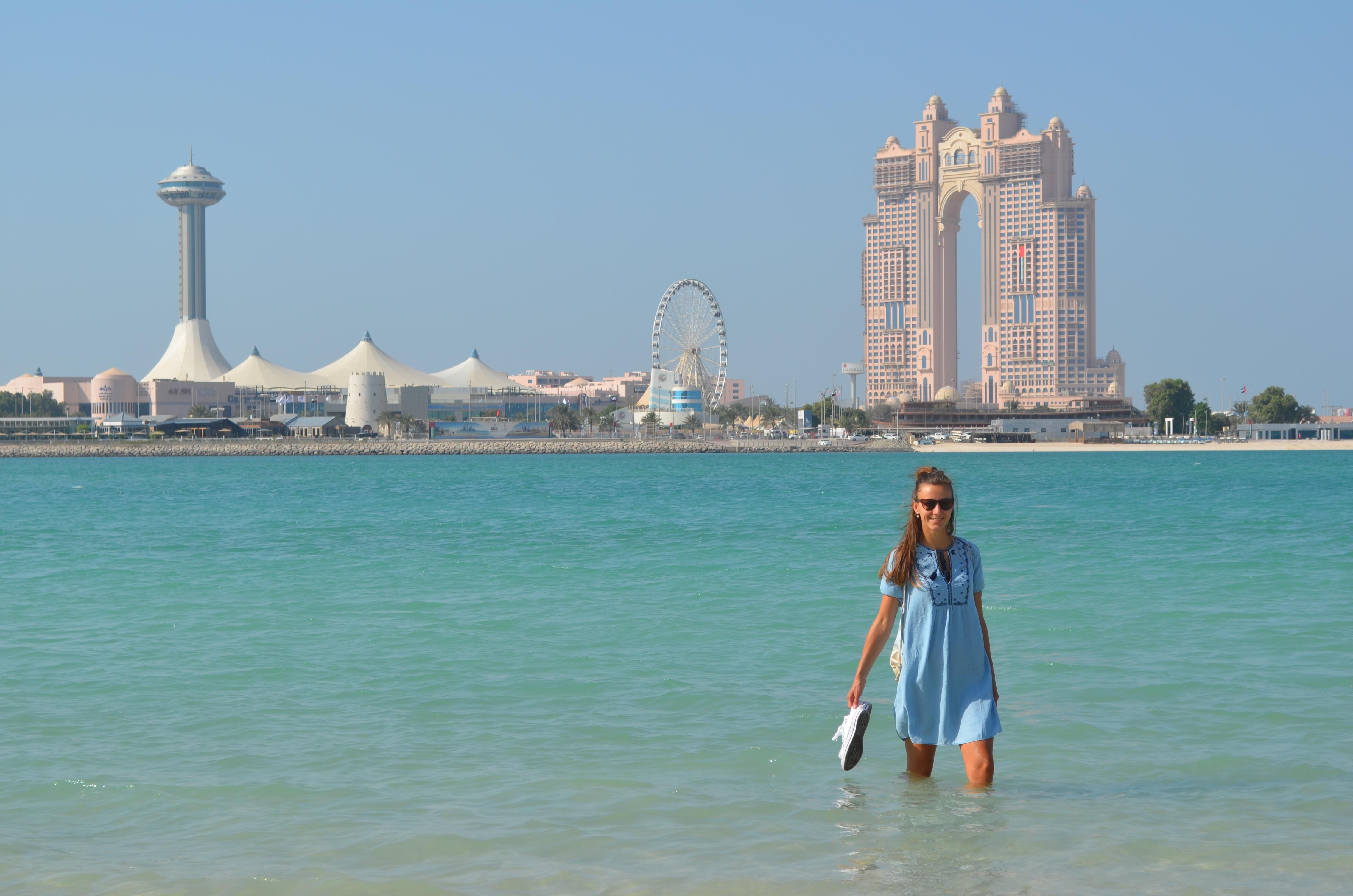 Nur 140 Kilometer entfernt liegt die Hauptstadt der Emirate: Abu Dhabi.