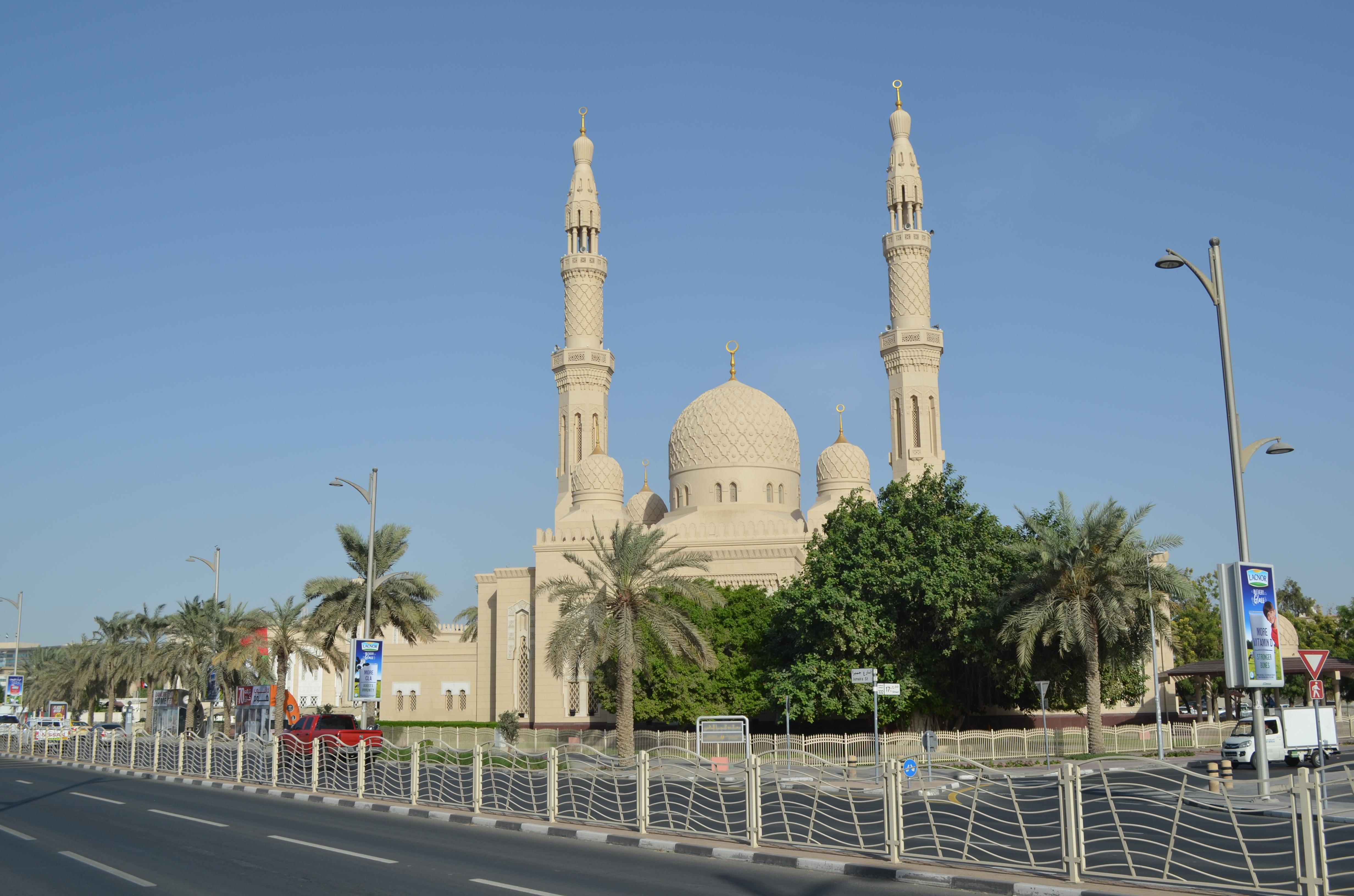 Reisetipps für Dubai: Die Jumeirah Moschee gilt das die schönste Moschee in ganz Dubai.