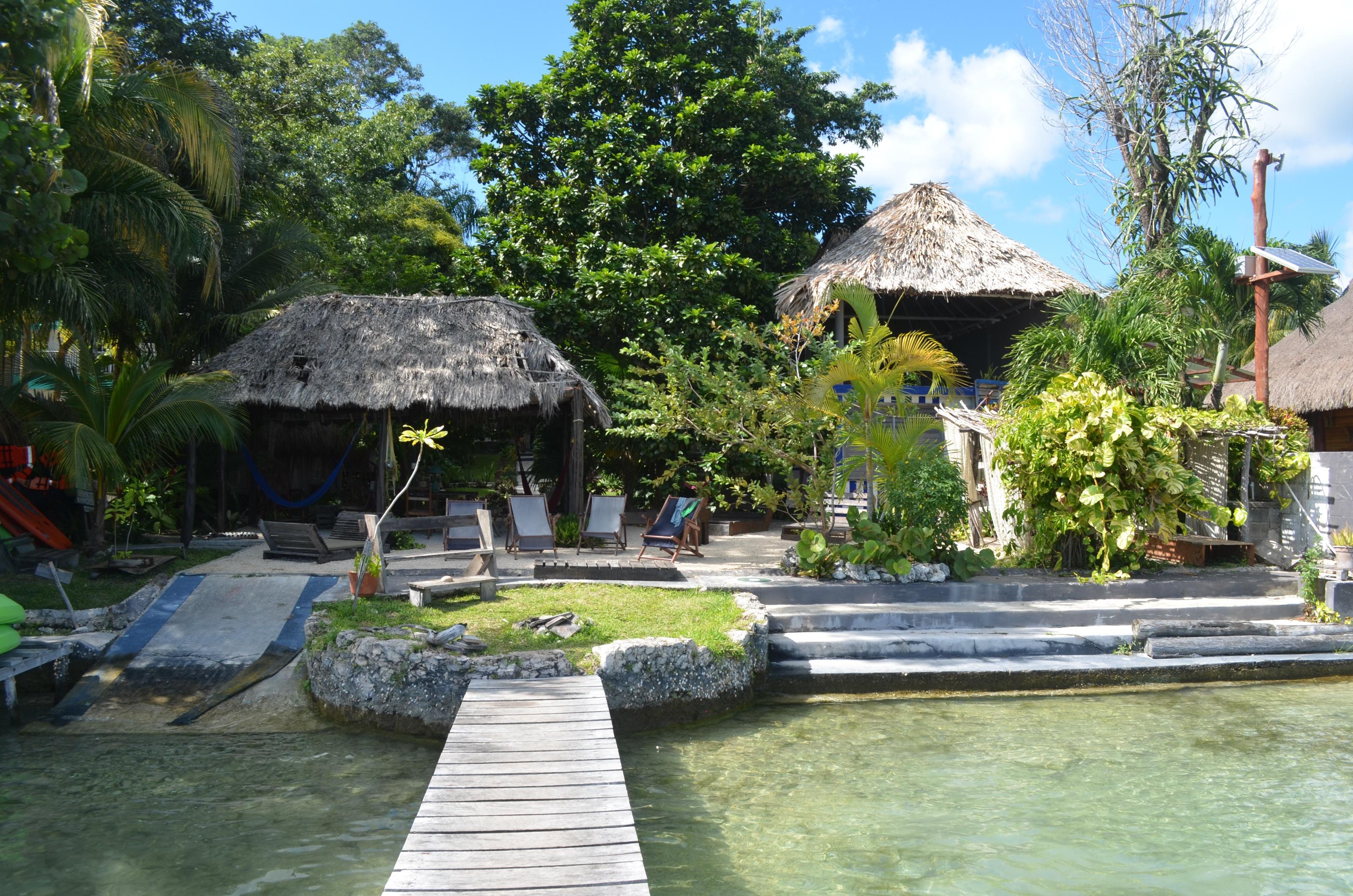 Idyllisch, gemütlich und direkt am See gelegen: Unser Hostel Pasado Lulu la Bruja.