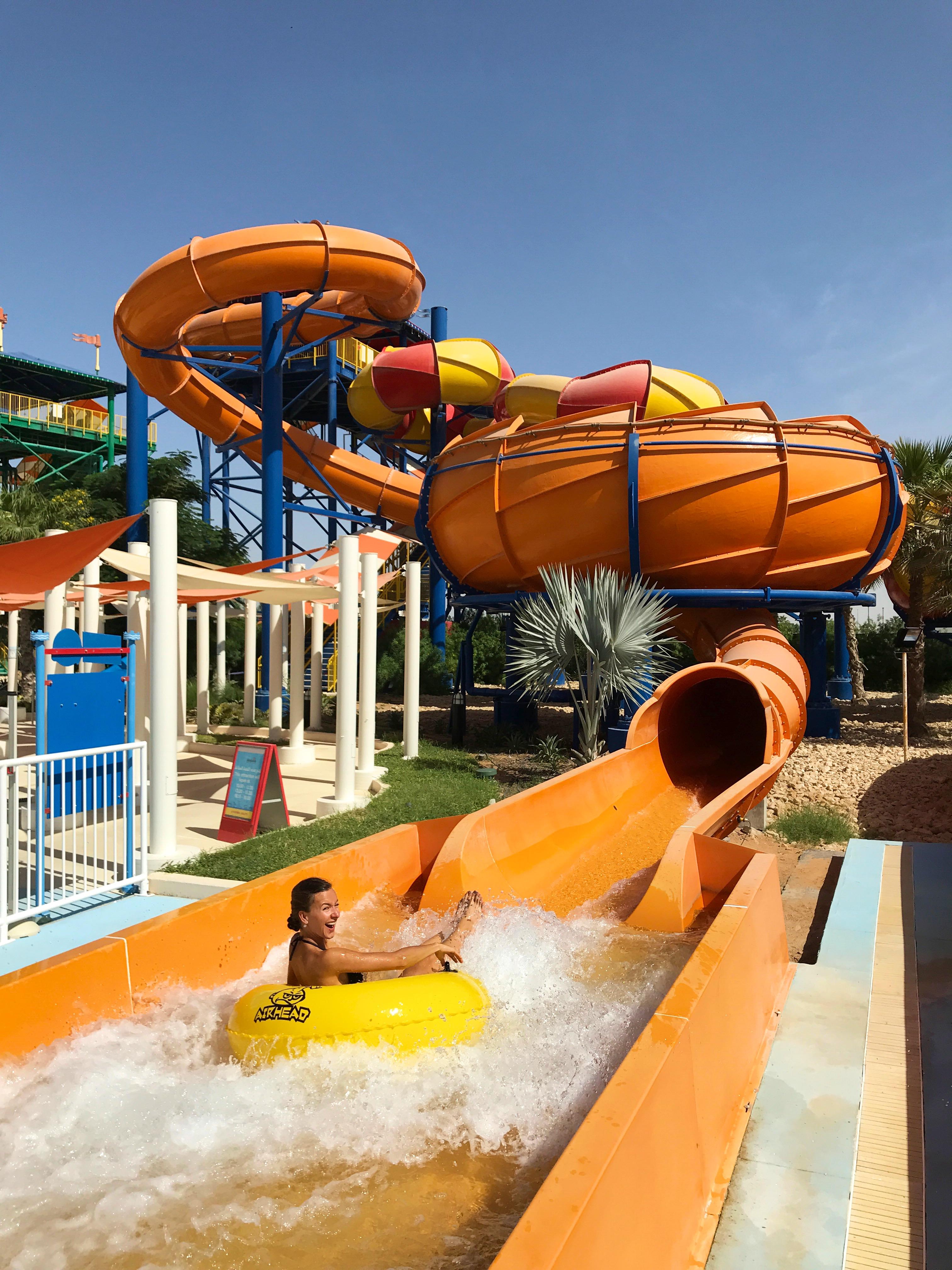 10 Reisetipps für Dubai: Eine willkommene Abkühlung vom sonst so aufgeheiztem Dubai bietet der Lego Waterpark.
