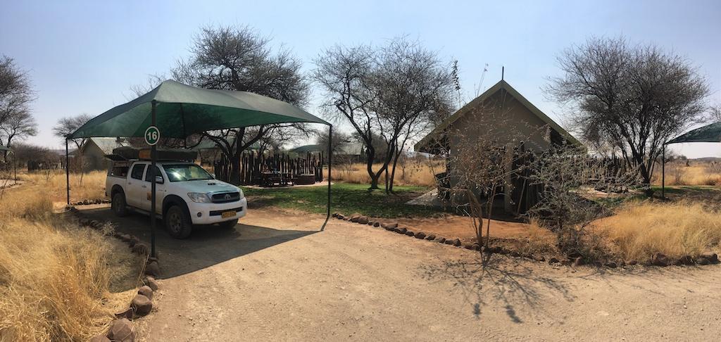 Camp Elephant im Erindi Private Game Reserve war definitiv unser luxuriösester Zeltplatz auf der gesamten Namibia Rundreise.
