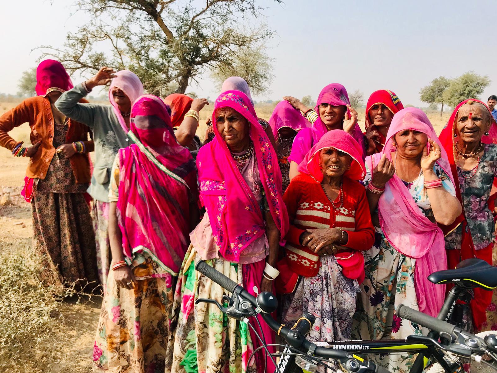Indien für Aktivreisende: Kombiniere Kultur und Sport bei einer Fahrradtour durch Jaipur.