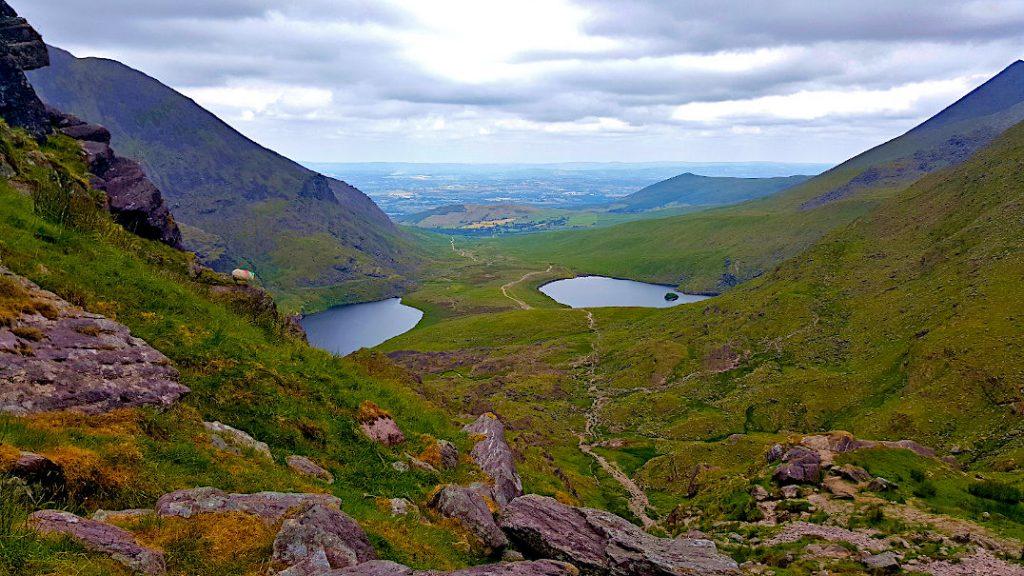 Blick von der Teufelsleiter des Carrau ntoohil, dem höchsten Berg Irlands