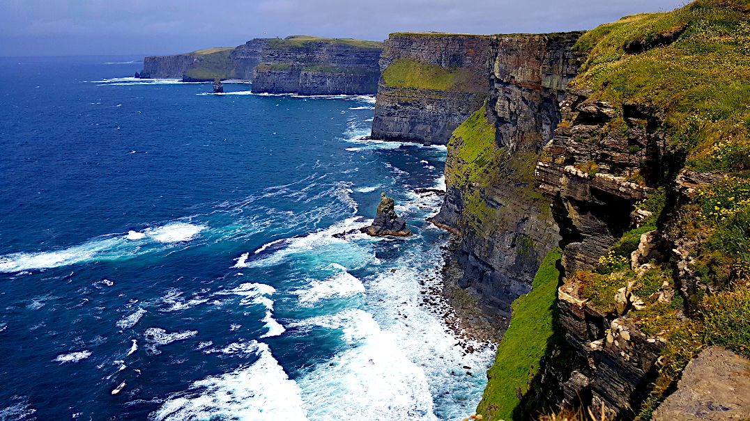 Geformt vom Atlantischen Ozean, die Cliffs of Moher